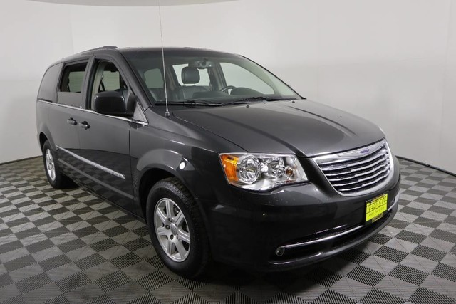 Pre Owned 2017 Chrysler Town Country Touring