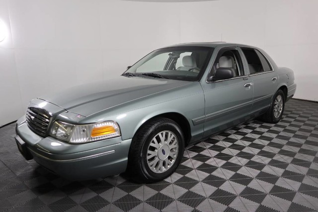 Pre-Owned 2005 Ford Crown Victoria LX Rear Wheel Drive Sedan